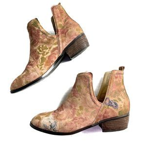 Sbicca Leather Floral print Bootie 7.5 Tan